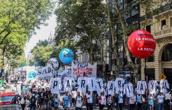 LA PULSEADA DEL PARO: LOS DOCENTES MARCHARON Y VIDAL SE MOSTRÓ EN UNA ESCUELA