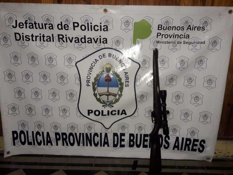 EN DIVERSOS PROCEDIMIENTOS LA POLICÍA INCAUTÓ VARIOS VEHÍCULOS, UNA CARABINA Y DROGA