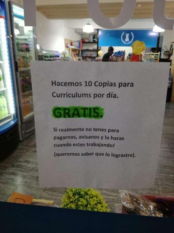 OLAVARRÍA: UN KIOSCO IMPRIME CURRÍCULUMS GRATIS PARA AYUDAR EN LA BÚSQUEDA LABORAL