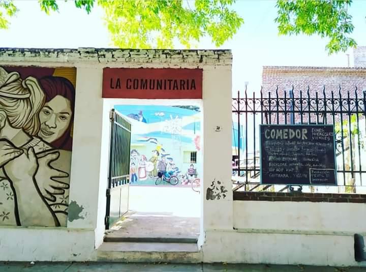 LA COMUNITARIA: SERVICIO DE CADETERÍA GRATUITO Y ENTREGA DE 1200 VIANDAS
