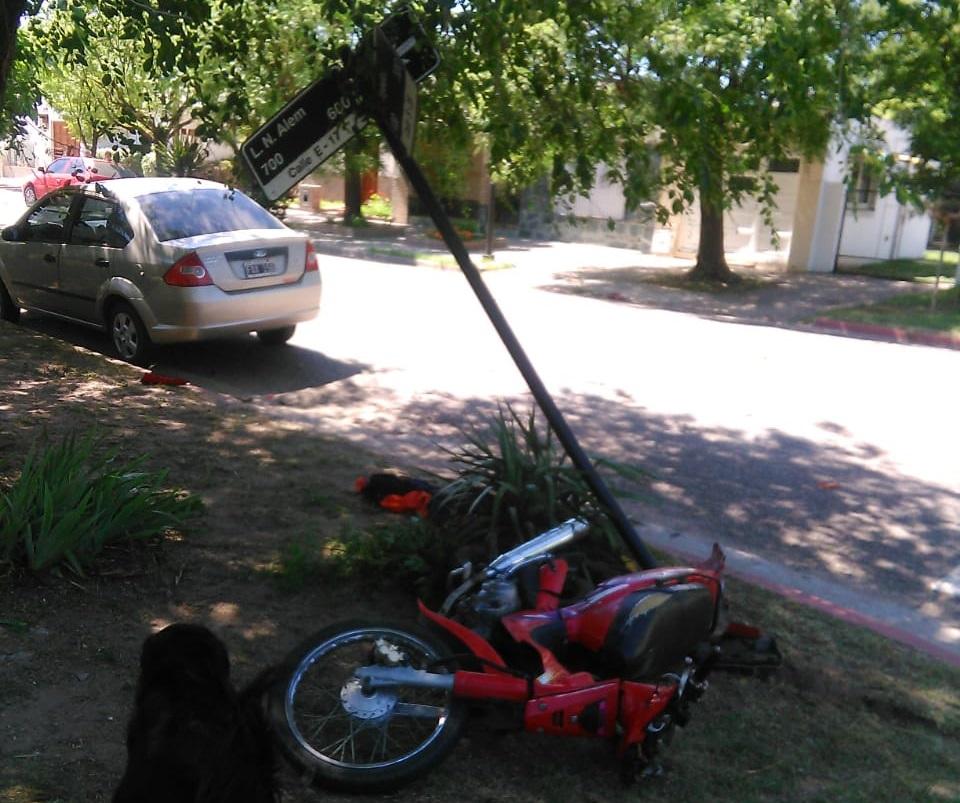 AMÉRICA: UN MOTOCICLISTA GRAVEMENTE HERIDO EN FUERTE CHOQUE EN ALEM Y TEJEDOR