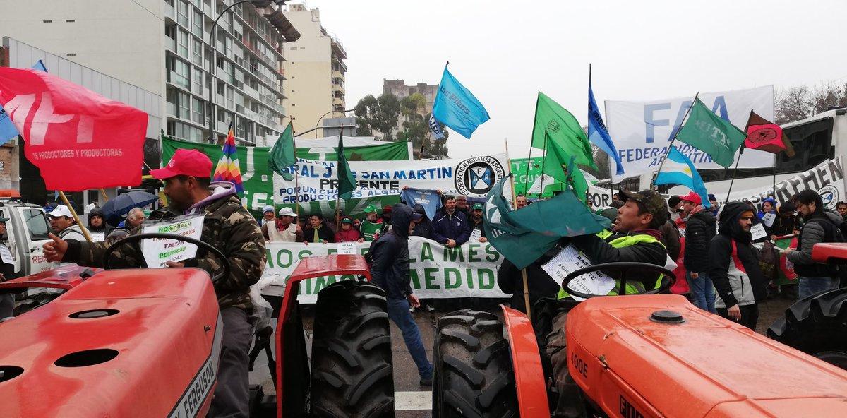 EL CAMPO PARA POR 72 HORAS EN RECHAZO AL CIERRE DE EXPORTACIONES DE MAÍZ